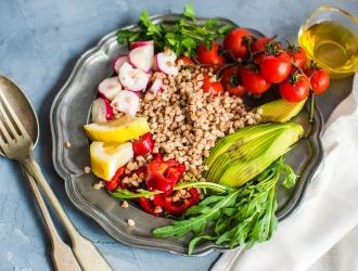 В период лечения, важно соблюдать строгую низкокалорийную диету