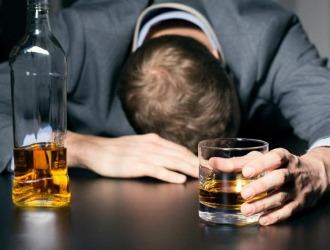 Злоупотребление алкоголем может привести к заболеванию желтухой