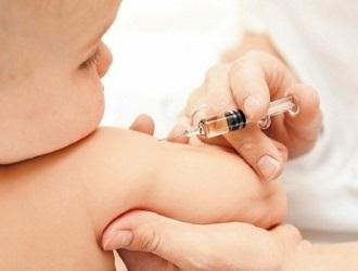 Вакцинацию делают как взрослым, так и детям